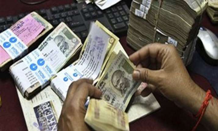 fiis withdraw rs 2 000 cr from indian equities in a