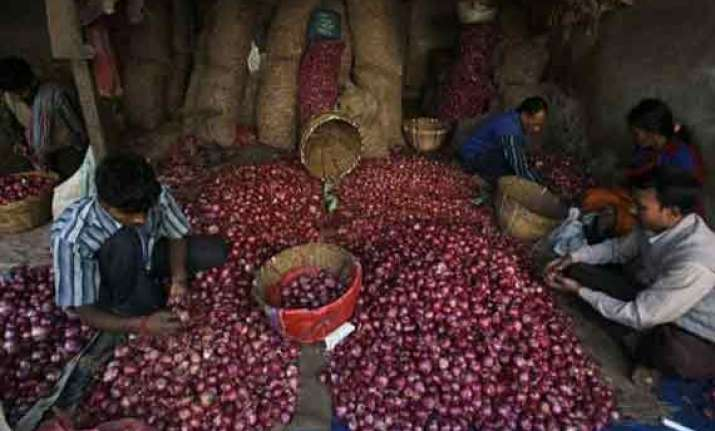 food minister seeks ban on onion exports before allowing