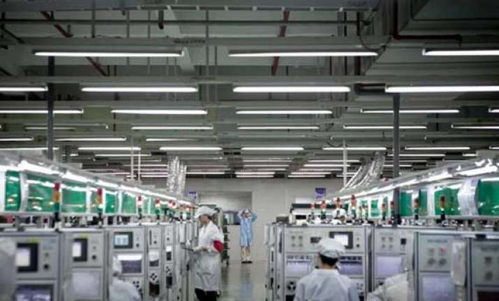 foxconn offers to train americans on manufacturing