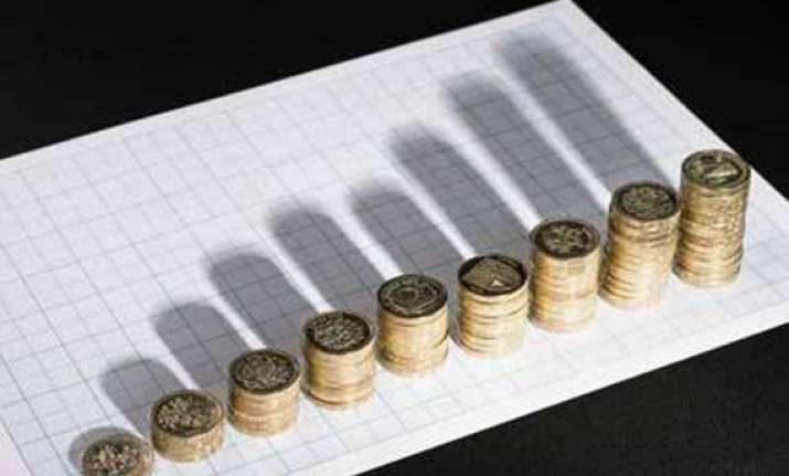 gdp growth falls to decade low of 5 pc