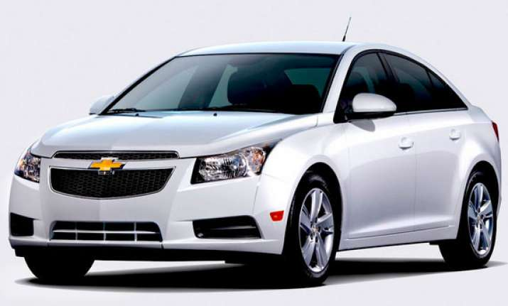 gm india launches updated chevrolet cruze at rs. 13.70 lakh