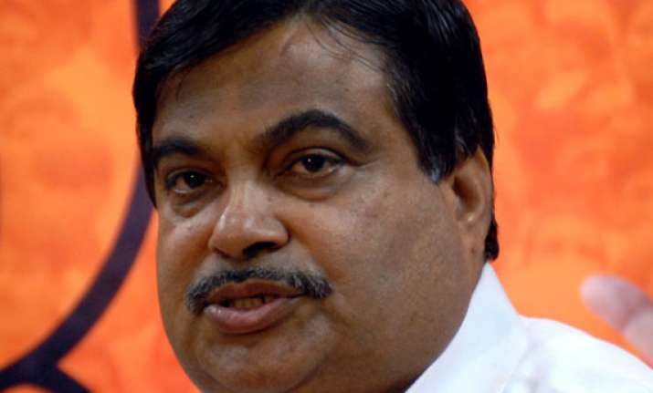 gadkari favours implementation of gst