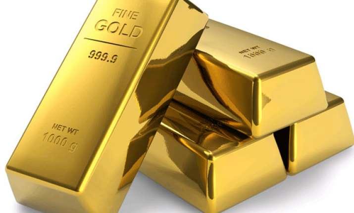 gold declines on sluggish demand amid global uncertainty