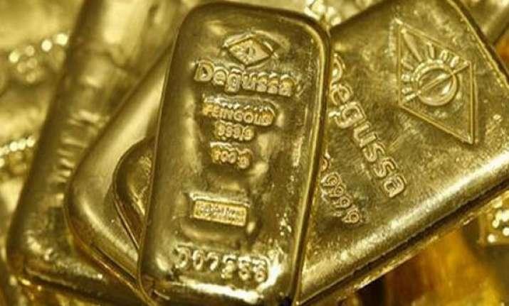gold dips below rs 28 000 level on weak global cues
