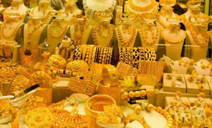 gold drops modestly on subdued demand