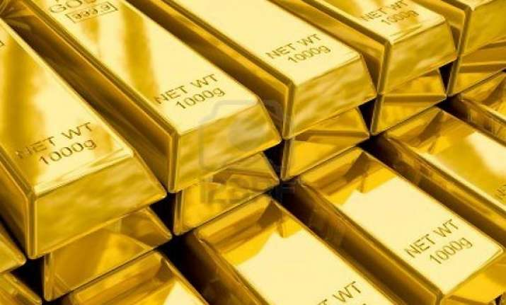 gold hits 9 month high at rs 32 000 on weak rupee global