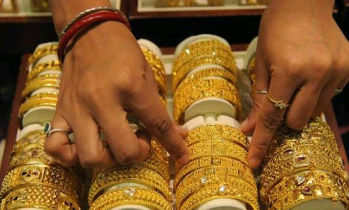 gold hits one month high of rs 28 625 on global cues