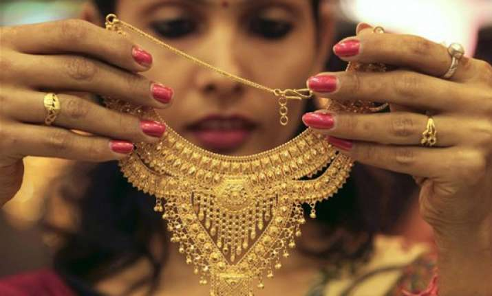 gold prices may cross rs 33 000 on shortage in supply