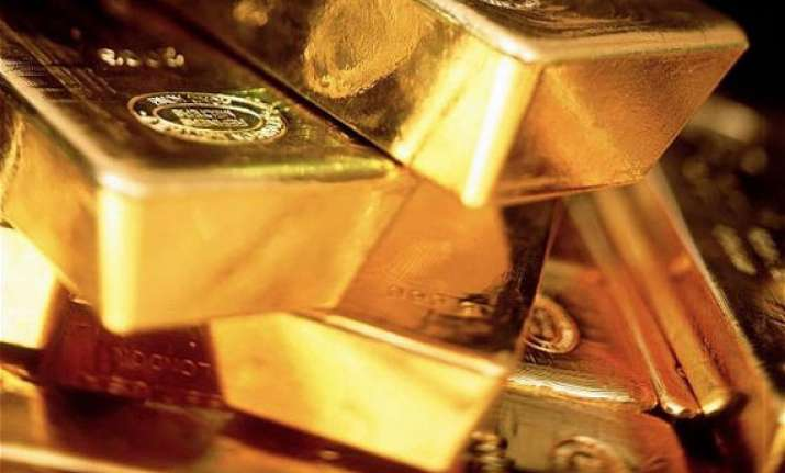 gold rises by rs 130 to rs 30 800 on sustained buying firm