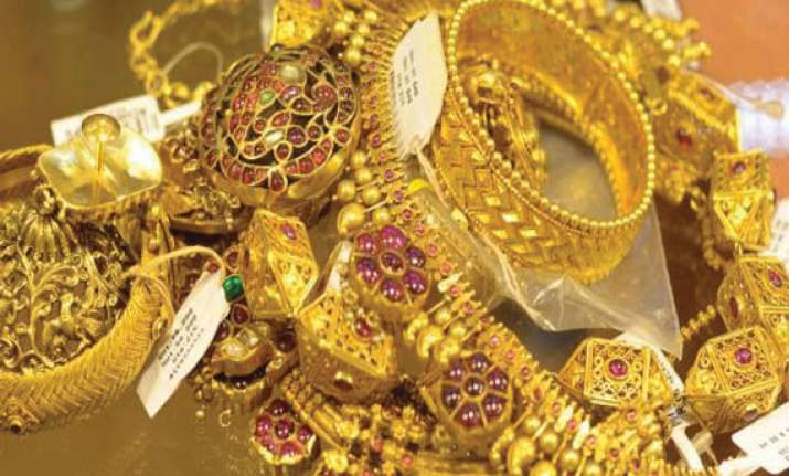 gold silver extend losses on sluggish demand global cues