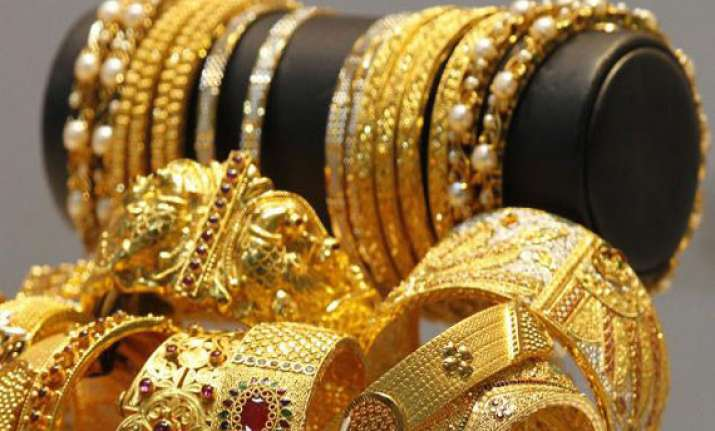 gold silver extend gains on stockists buying global cues