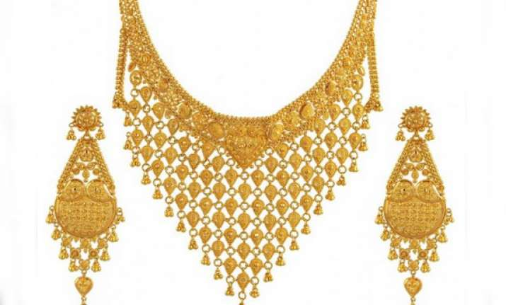 gold surges to four month high on strong global cues