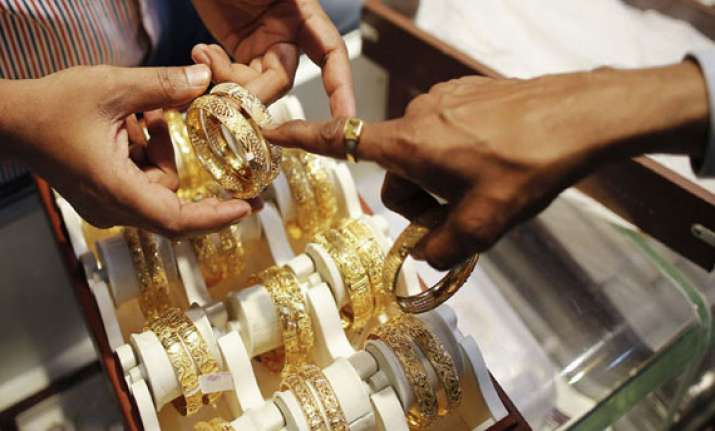 gold tumbles on profit selling lack of demand