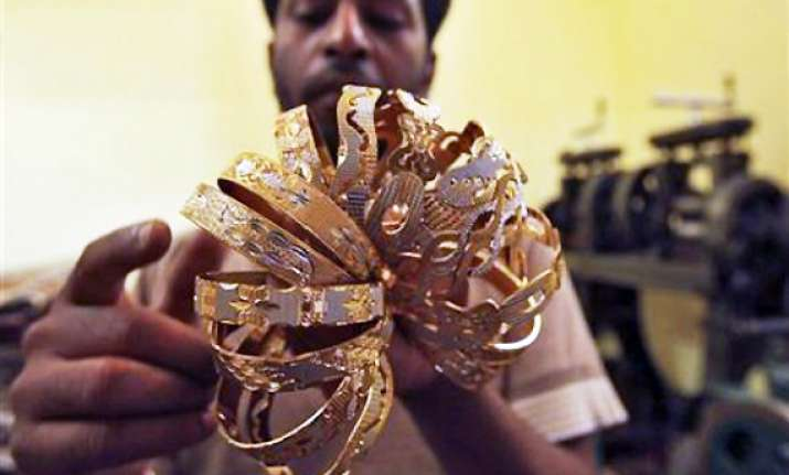 gold crashes by rs 920 to rs 28 140