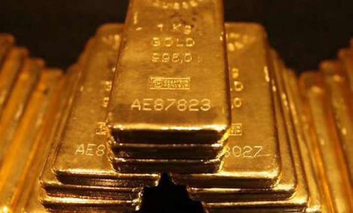 gold drops by rs 70 silver by rs 700