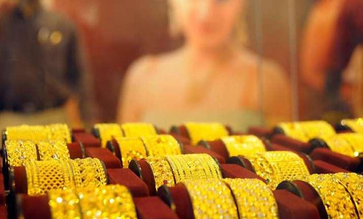 gold hits new high at rs 29 490 per 10 grams