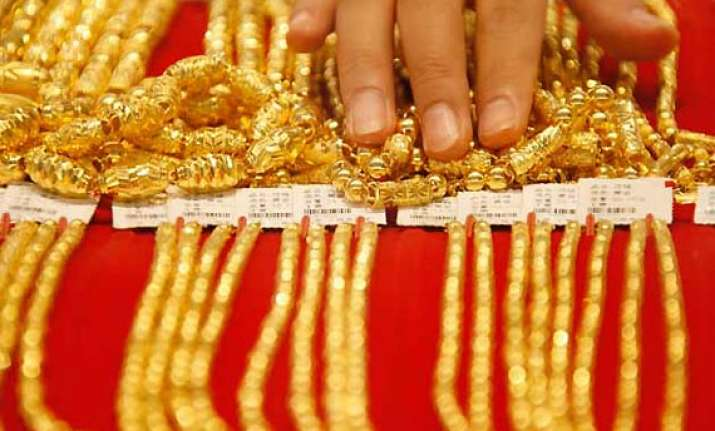 gold hits new high at rs 29 295
