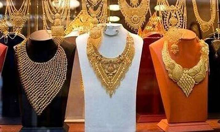 gold hits record high on global cues