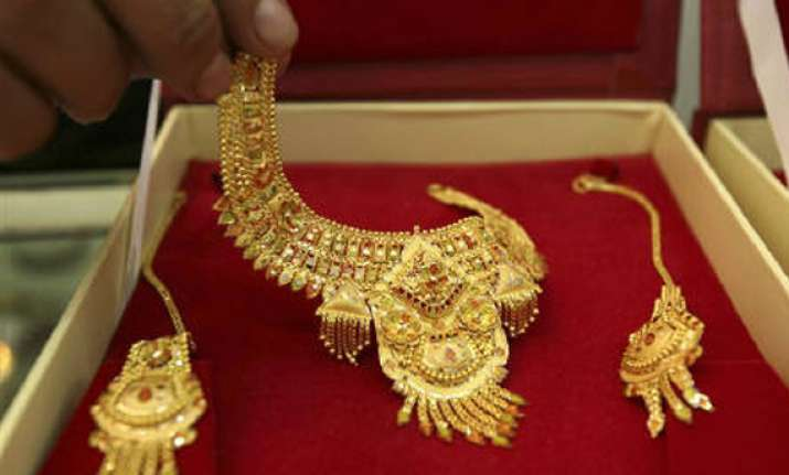 gold hits record high of rs 29 540 per 10 grams