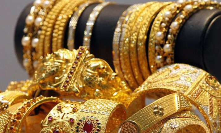 gold loses rs 100 silver rs 350 on global cues