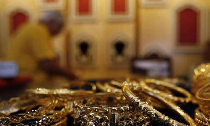 gold recovers on seasonal demand