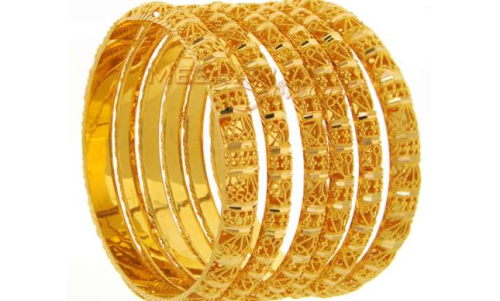 gold silver fall on reduced offtake weak global cues