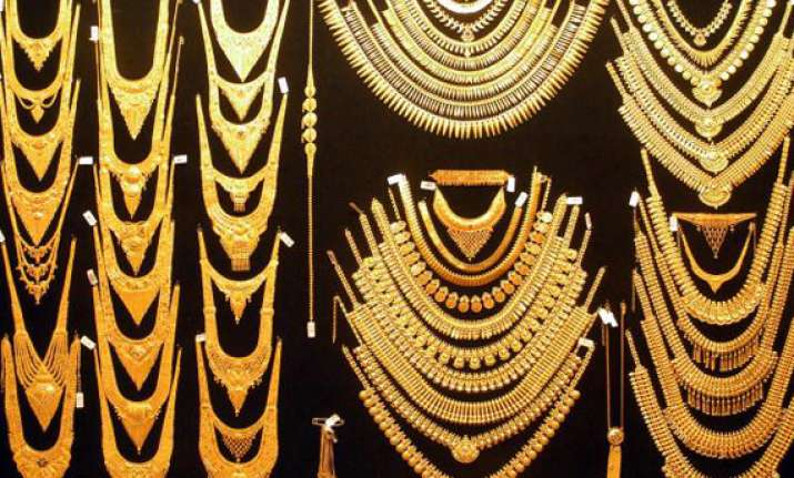 gold up by rs 135 silver loses rs 400
