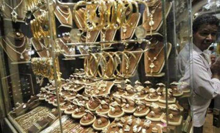 gold prices hit another high of rs32 975/10 gm