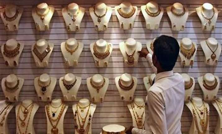 gold regains record level of rs 29 540