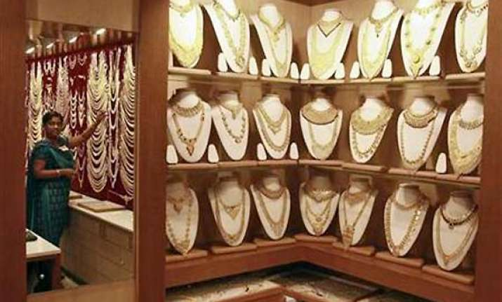 gold rises by rs 290 to rs 32 850