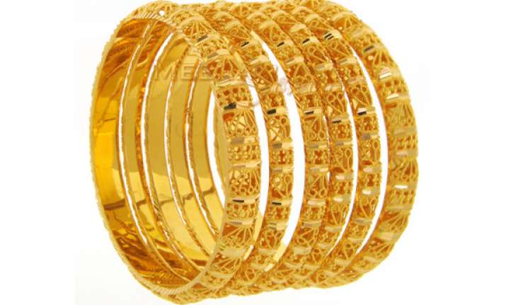 gold sets new record of rs 30 400 on strong global cues