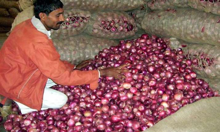 govt hikes mep of onions by 30 a tonne