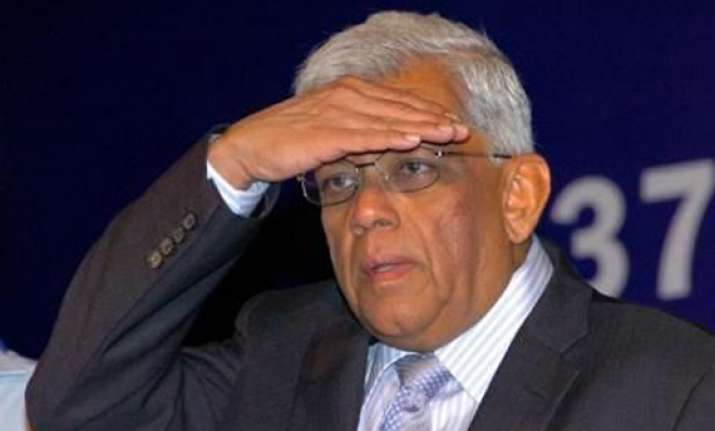 hdfc chairman deepak parekh resigns from hindustan unilever