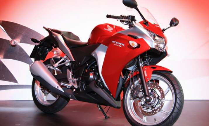 honda launches new cbr 250r bike at rs 1.6 lakh
