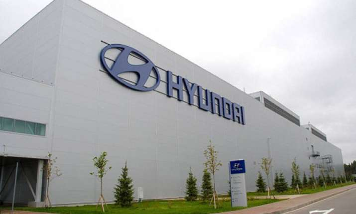 hyundai recalls 1.4 lakh suvs over airbag issue