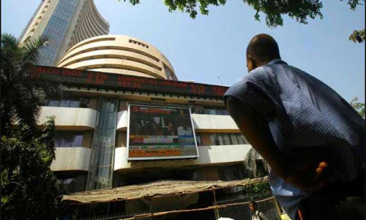 it metal shares help sensex recover from sharp fall