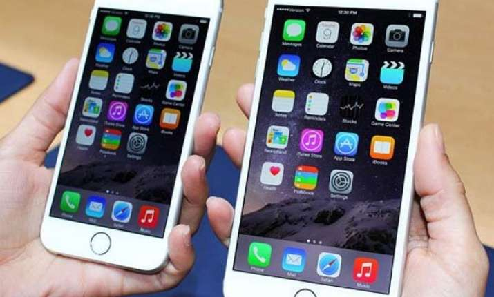 apple beats samsung to top smartphone tally in fourth