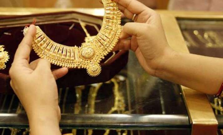 gold surges by rs.480 to reclaim rs.27 000 mark