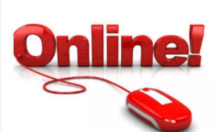 online retailers go offline to woo customers