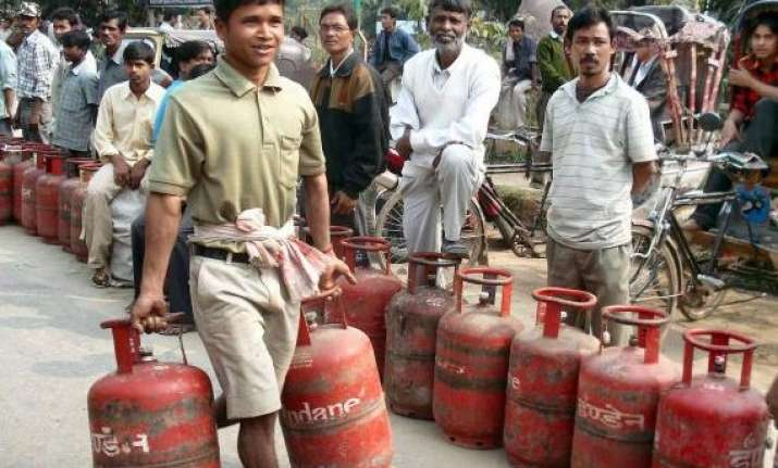 non subsidised lpg rate cut by rs 43.50