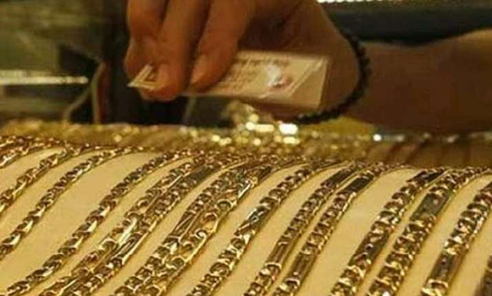 gold at 3 month low tumbles rs 520 on weak global cues