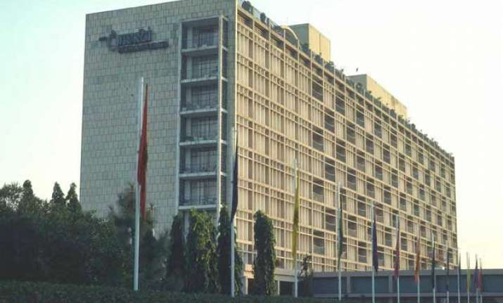 delhi s iconic oberoi hotel to take 2 years break for