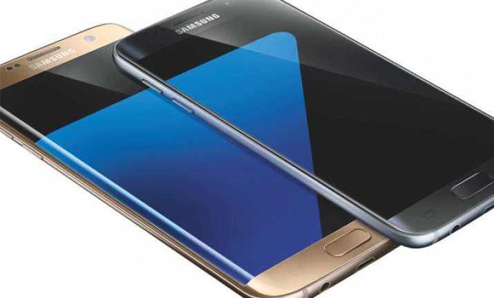 mwc 2016 samsung launches s7 and s7 edge