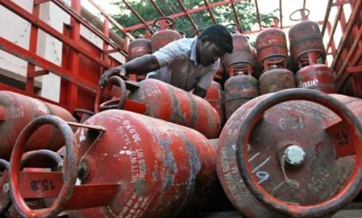 govt to invest rs 2000 cr to provide lpg connection to poor