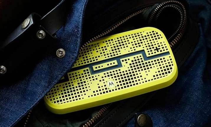 motorola deck bluetooth speaker launched at rs. 8 990