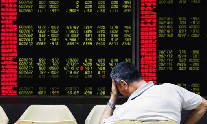 chinese shares crash for the 2nd day falls below 7 per cent