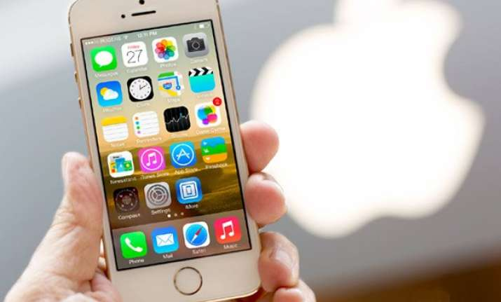 apple cuts iphone 5s price by half to be available at rs.