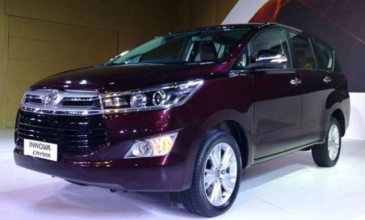 auto expo 2016 toyota unveils new innova crysta