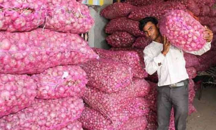govt extends ban on hoarding onion beyond ceiling by 1 year