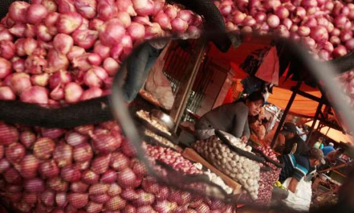 onion crisis india imports 18 000 tonnes from egypt